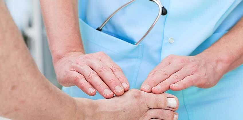 фото диагностирования подагры у пациента